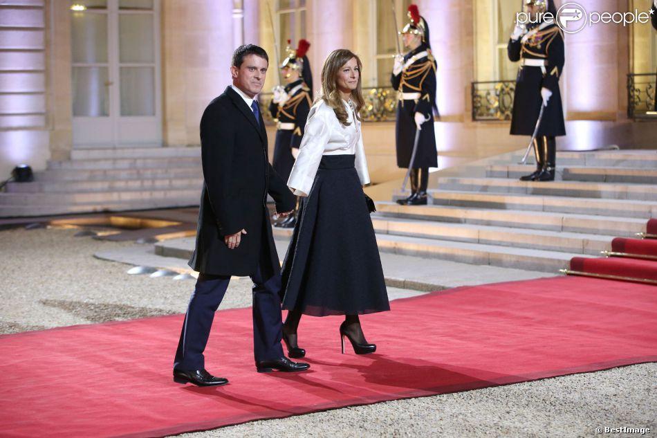 Manuel Valls et sa femme Anne Gravoin - Sommet pour la Paix et la sécurité en Afrique au palais de l'Elysee à Paris le 6 décembre 2013.