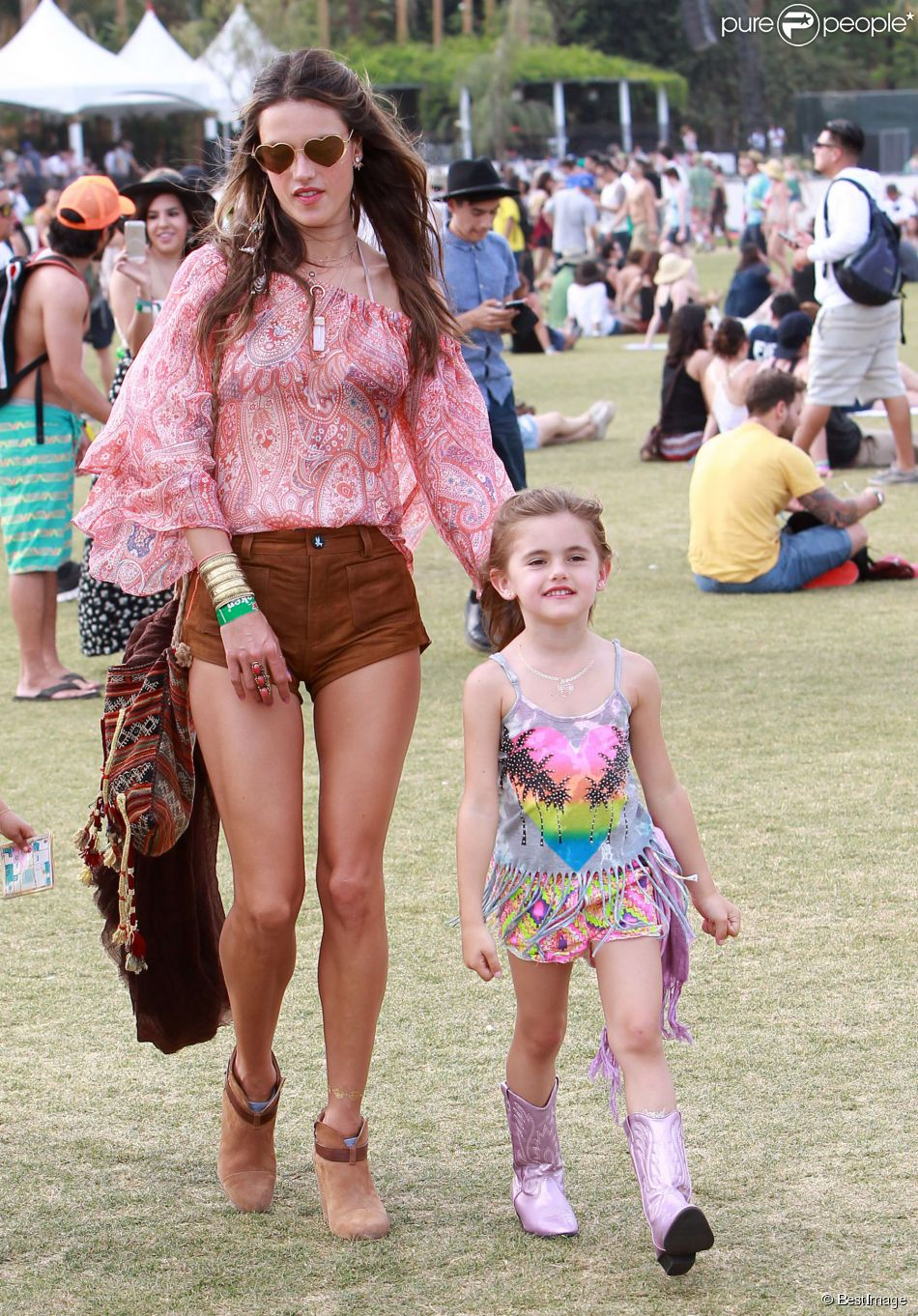 Alessandra Ambrosio et sa fille Anja au 2e jour du 2e week,end du Festival