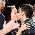 Novak Djokovic embrasse sa fiancée Jelena Ristic après sa victoire à l'arrachée contre David Ferrer (7-5, 7-5) en finale du Masters 1000 de Paris-Bercy, dimanche 3 novembre 2013