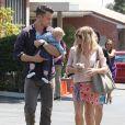 Josh Duhamel et Fergie, ravissante en chemisier et short Stella McCartney, sac gris et sandales Fergie (sa marque de chaussures), emmènent leur fils Axl à l'église pour Pâques. Los Angeles, le 20 avril 2014