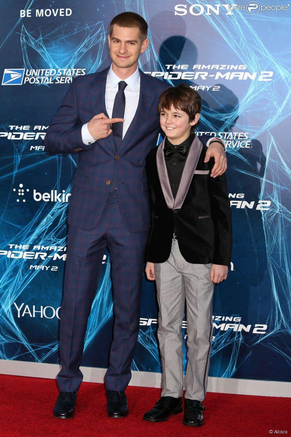 Andrew Garfield et Max Charles à la première de The ...