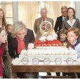 La princesse Astrid de Belgique souffle ses 50 bougies le 2 juin 1962 avec ses neveux Nicolas et Aymeric, sous les yeux du roi Albert II et de la reine Paola et du prince Laurent et de la princesse Claire. Une famille unie, en apparence...