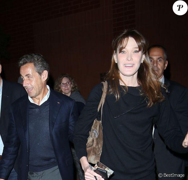 Carla-Bruni à la sortie de son concert au Luckman Fine Arts Complex de Los Angeles le 26 avril 2014 au côté de son époux Nicolas Sarkozy