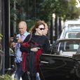 Carla Bruni-Sarkozy quitte son hôtel pour se rendre à son concert au Luckman Fine Arts Complex de Los Angeles le 26 avril 2014