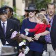 Nicolas Sarkozy, Carla Bruni et Giulia, quittent leur hôtel à Los Angeles, pour se rendre à l'aéroport LAX de Los Angeles, le 29 avril 2014.