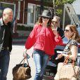 Semi-Exclusif - La chanteuse Carla Bruni est allée faire du shopping dans un magasin de guitares à Los Angeles. Le 29 avril 2014.