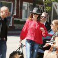 Semi-Exclusif - Carla Bruni est allée faire du shopping dans un magasin de guitares à Los Angeles. Le 29 avril 2014.