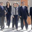 Letizia d'Espagne se déplaçait le 30 avril 2014 au collège Maria Moliner de Villanueva de la Canada, à Madrid, dans le cadre de ses missions pour la FEDER, la Fédération espagnole des maladies rares.