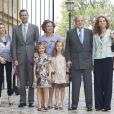 Les infantes Sofia et Leonor, filles du prince Felipe et de la princesse Letizia d'Espagne, ont été les stars de la messe de Pâques royale le 20 avril 2014