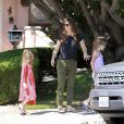 Jennifer Garner se promène avec ses filles Violet et Seraphina à Los Angeles le 3 mai 2014