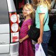 Jennifer Garner emmène ses enfants Violet, Seraphina et Samuel prendre une glace à Brentwood, Los Angeles, le 3 mai 2014