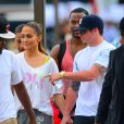 Jennifer Lopez avec son boyfriend Casper Smart lors d'un photoshoot sur un yacht à Miami, le 12 février 2014.