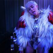 Miley Cyrus, déchaînée et provoc' : Sa soirée avec un pénis géant