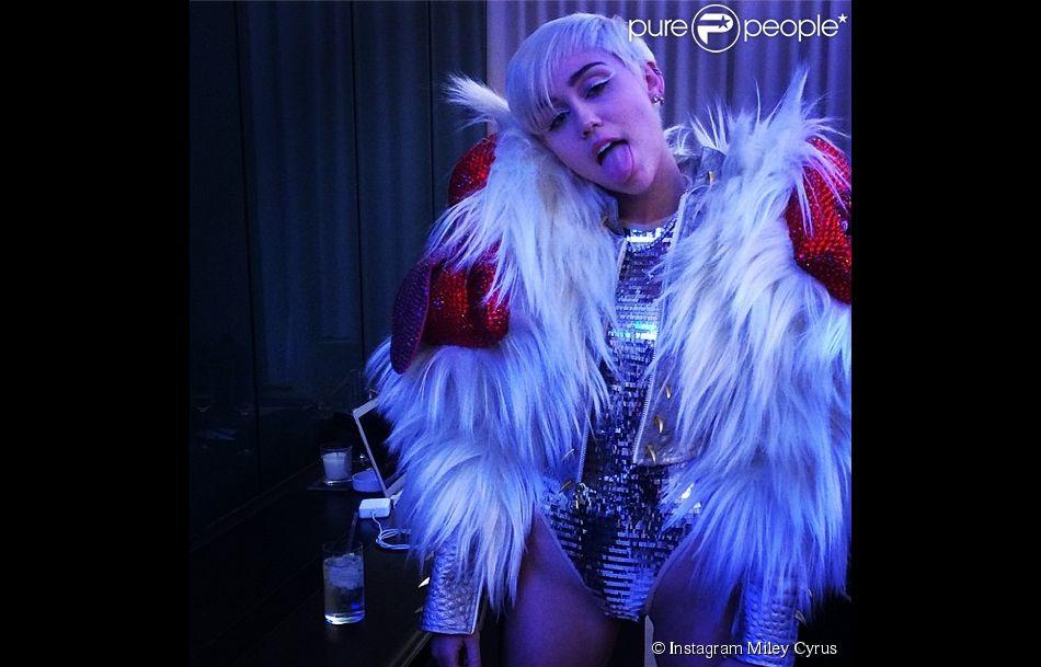Miley Cyrus se lâche au GAY à Londres, le vendredi 9 mai 2014.
