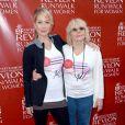 Christina Applegate et sa mère Nancy Priddy lors de la 21e course EIF Revlon Run/Walk For Women à Los Angeles, le 10 mai 2014.