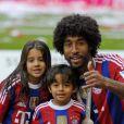 Dante et ses enfants fêtent le titre de champion d'Allemagne avec le Bayern Munich le 10 mai 2014.