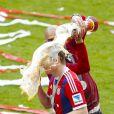 Pep Guardiola et Toni Kroos fêtent le titre de champion d'Allemagne avec le Bayern Munich le 10 mai 2014.