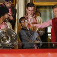 Dante, David Alaba et Mitchell Weiser fêtent le titre de champion d'Allemagne avec le Bayern Munich le 10 mai 2014.