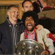 Bastian Schweinsteiger et Dante fêtent le titre de champion d'Allemagne avec le Bayern Munich le 10 mai 2014.