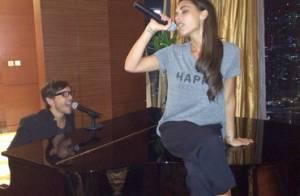 Victoria Beckham : En voyage à Singapour, elle reprend goût à la chanson