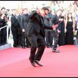 Quentin Tarantino entame sa fameuse danse sur le tapis rouge de son film Inglourious Basterds à Cannes le 20 mai 2009.