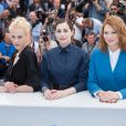 "Aymeline Valade, Amira casar, Léa Seydoux - Photocall du film ""Saint Laurent"" lors du 67e festival international du film de Cannes, le 17 mai 2014."
