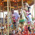 Chevaux de bois et joie pour Peter Phillips et sa femme Autumn avec leurs filles Savannah (3 ans) et Isla (2 ans) au Royal Windsor Horse Show le 17 mai 2014.