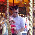 Peter Phillips et sa fille Isla, 2 ans, en plein tour de manège au Royal Windsor Horse Show le 17 mai 2014.