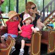 Autumn Phillips avec ses filles Savannah (3 ans) et Isla (2 ans) au Royal Windsor Horse Show le 17 mai 2014.