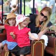 Isla, tout hilare, et Savannah Phillips avec leur maman Autumn au Royal Windsor Horse Show le 17 mai 2014.