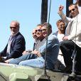 """Kelsey Grammer, Randy Couture, Arnold Schwarzenegger, Antonio Banderas, Glen Powell, Victor Ortiz - Les acteurs du film """"Expendables 3"""" arrivent à bord d'un char militaire devant l'hôtel Carlton pour le photocall du film dans le cadre du 67ème festival du film de Cannes, le 18 mai 2014."""