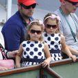 Charlene et Myla, les jumelles de Roger Federer lors du match de leur papa au premier jour de Roland-Garros à Paris, le 25 mai 2014 à Paris, sous les yeux de Mirka Federer