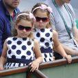Charlene et Myla, les jumelles de Roger Federer lors du match de leur papa au premier jour de Roland-Garros à Paris, le 25 mai 2014 à Paris