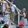 Charlene et Myla, les jumelles de Roger Federer lors du match de leur papa au premier jour de Roland-Garros à Paris, le 25 mai 2014 à Paris, pressées de s'éclipser