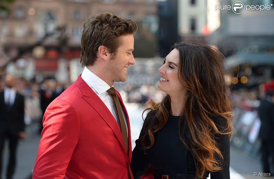 Armie Hammer et sa femme Elizabeth Chambers, ici à Londres le 21 juillet 2013, attendent leur premier enfant.