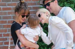 Jaime King, maman stylée et fière : Elle présente son bébé à Dakota Johnson !