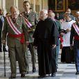 Le roi Juan Carlos Ier et le prince Felipe d'Espagne assistaient ensemble à la cérémonie marquant le bicentenaire de l'ordre royal et militaire de San Hermenegildo, le 3 juin 2014 au monastère San Lorenzo de El Escorial à Madrid, au lendemain de l'annonce de l'abdication du roi au profit de son fils.