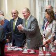 Le roi Juan Carlos Ier d'Espagne remettant le Prix Royaume d'Espagne au palais du Pardo le 4 juin 2014