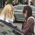 Miley Cyrus sort de son hôtel avec sa soeur Noah et des amis à Copenhague, le 4 juin 2014.