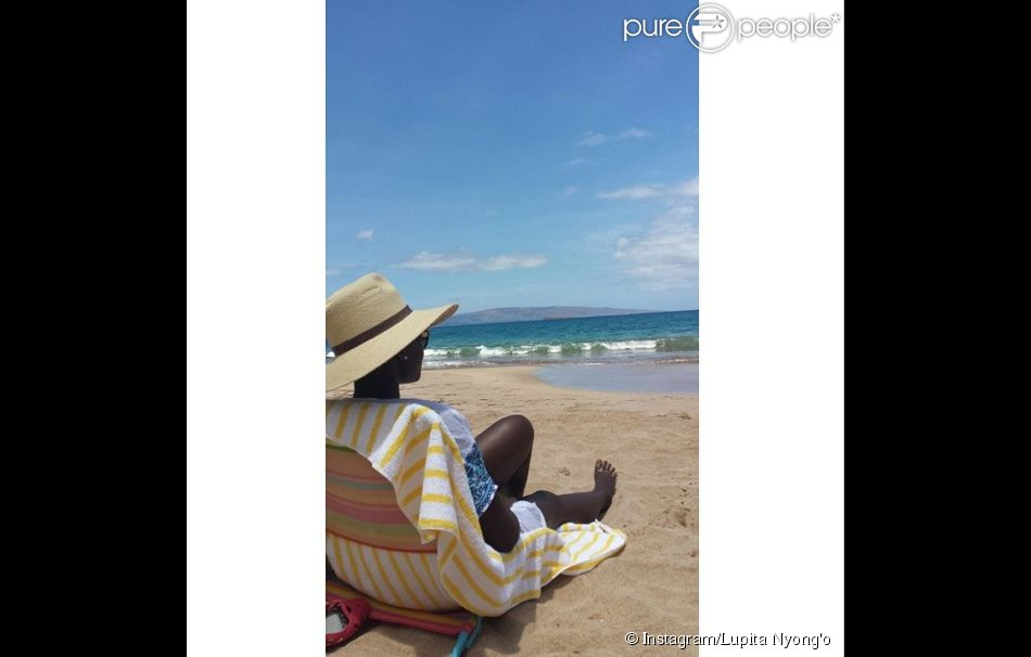 Lupita Nyong'o à Hawaï profite du soleil - juin 2014