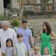 Les 80 ans du prince Henrik de Danemark : le prince Frederik et la princesse Mary avec leurs quatre enfants, Isabella, Christian, Vincent et Josephine, le 11 juin 2014 au Château de Cayx (Lot)