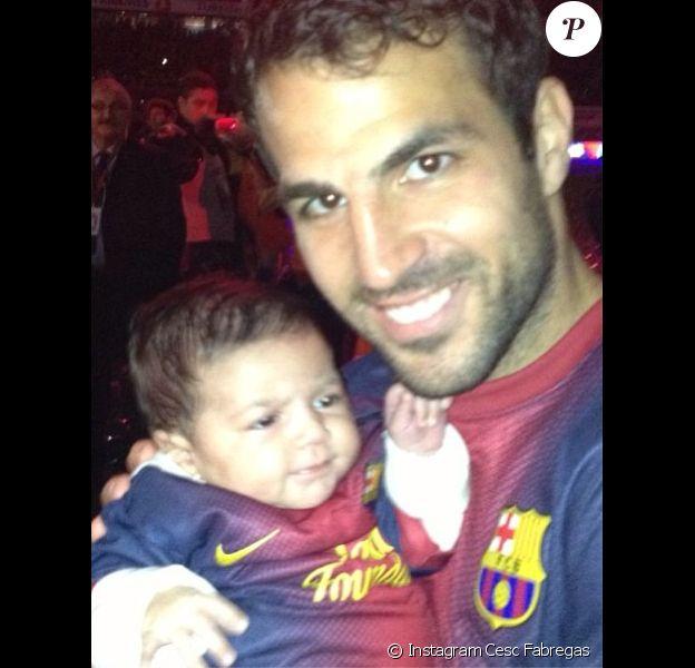 Cesc Fabregas avec sa fille Lia en mai 2013