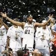 La légende Tim Duncane et ses Spurs de San Antonio ont décroché le cinquième titre NBA de leur histoire en s'imposant face au Heat de Miami (104-87), dans leur salle du AT&T Center lors du match 5 des finales, le 15 juin 2014