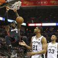 Les Spurs de San Antonio de Tim Duncan ont décroché le cinquième titre NBA de leur histoire en s'imposant face au Heat de Miami et LeBron James (104-87), dans leur salle du AT&T Center lors du match 5 des finales, le 15 juin 2014