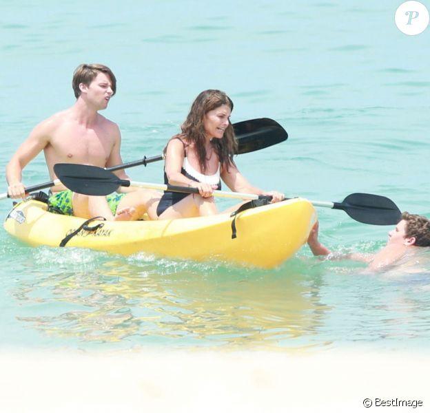 Exclusif - Maria Shriver en vacances avec ses fils Patrick et Christopher au Mexique, le 14 juin 2014.