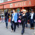 Ségolène Royal visite le Carrefour Market du 82 rue de la Roquette, puis le Naturalia du 33 rue de la Roquette à Paris, dans le cadre de la stratégie de lutte contre les perturbateurs endocriniens. Le 9 mai 2014.