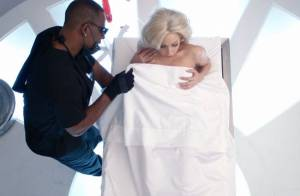 Lady Gaga nue et déchaînée dans ''Do What You Want'', son clip perdu...