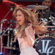 """La jolie Jennifer Lopez a donné un mini concert lors de son passage sur le plateau de l'émission """"Good Morning America"""" à New York. Le 20 juin 2014"""