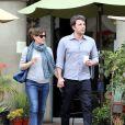 Ben Affleck et Jennifer Garner se promènent à Los Angeles avec leur café le 18 février 2014.
