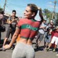 Le mannequin brésilien Andressa Urach accueille en petite tenue l'équipe du Portugal à son arrivée en bus à Campinas le 11 juin 2014 pour la Coupe du monde au Brésil.